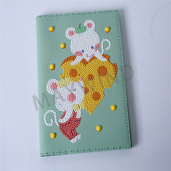 DIY点钻爱心老鼠手工缝制本子
