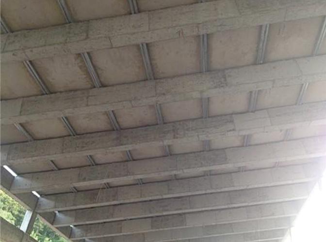 钢框骨架轻型楼层板