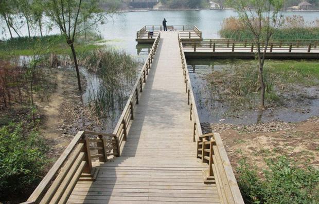 防腐木木棧橋
