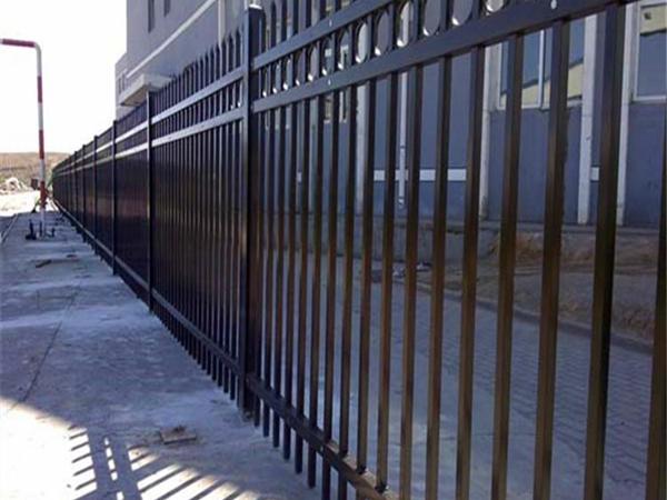 如何去除鐵藝護欄的鐵銹和焊渣