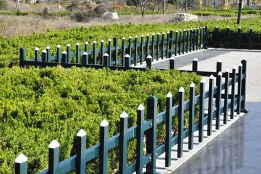 塑鋼草坪護欄