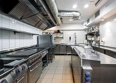讓廚房設備廠家講述關于在商用廚房廚具設備中使用的日常維護及安全知識有哪些?