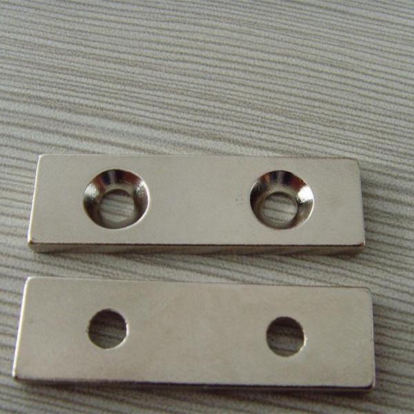 方形带孔磁铁