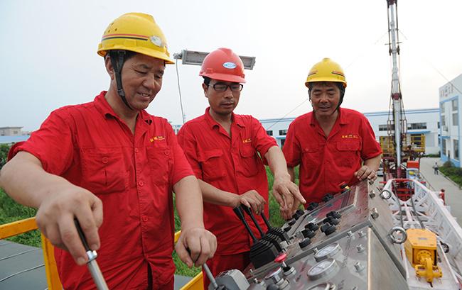 一種采油、氣井帶壓作業裝置