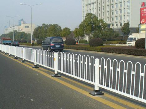 公路护栏网的结构部件和安装周期