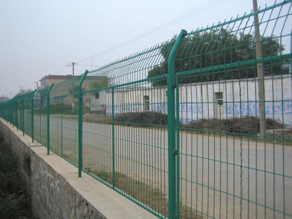 pvc围挡厂家分析锌钢护栏材料组成结构
