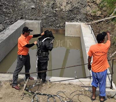 北京水下沉井施工