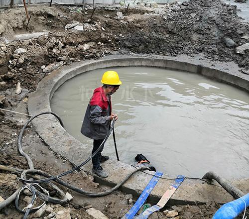 沉井施工作业