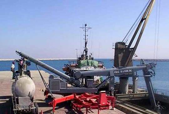 小型移動式卸船機