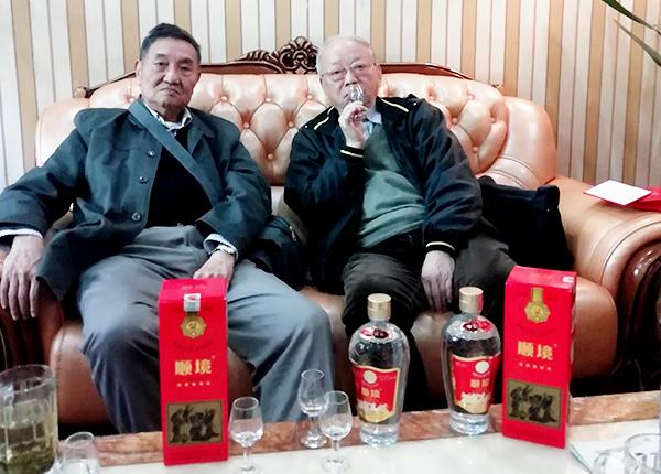 曾祖訓高工(左一)胡永松教授(左二)