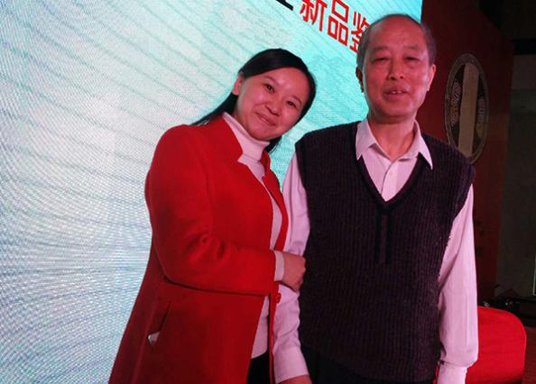 羅學艷和水井坊酒業公司賴登熤總工程師(左二)