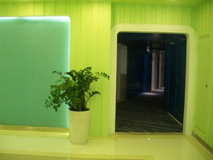 集裝箱度假酒店清馨綠色基調