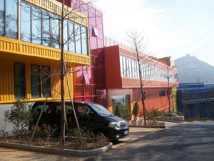 經濟環保綠色的集裝箱度假酒店