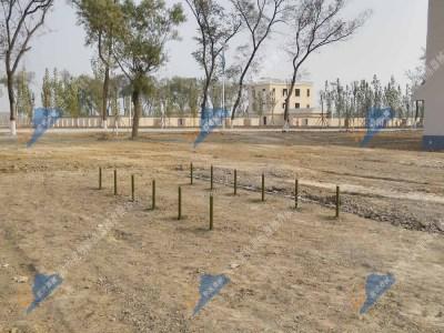 匍匐前进-低桩网-军人四百米障碍训练场