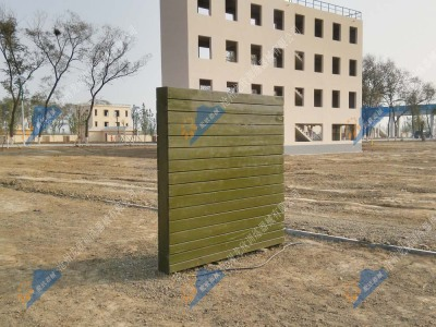 高墙-军人四百米障碍器械