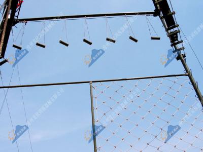 高空心理拓展器材-高空荡木桥+高空绳网