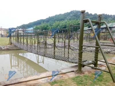 水上拓展器材-水上穿孔桥