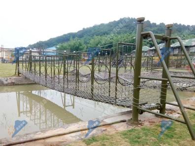 辽宁水上拓展器材-水上穿孔桥